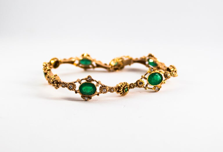 Art Deco 6.60 Carat Emerald 0.60 Carat White Diamond Yellow Gold Bracelet In New Condition For Sale In Naples, IT