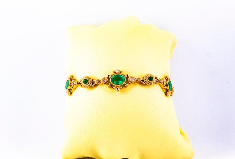 Art Deco Style 6.60 Carat Emerald 0.60 Carat White Diamond Yellow Gold Bracelet For Sale 4