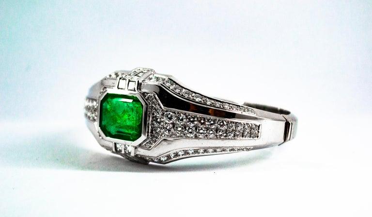 Art Deco Style 7.10 Carat Emerald 7.40 Carat White Diamond Gold Clamper Bracelet For Sale 7
