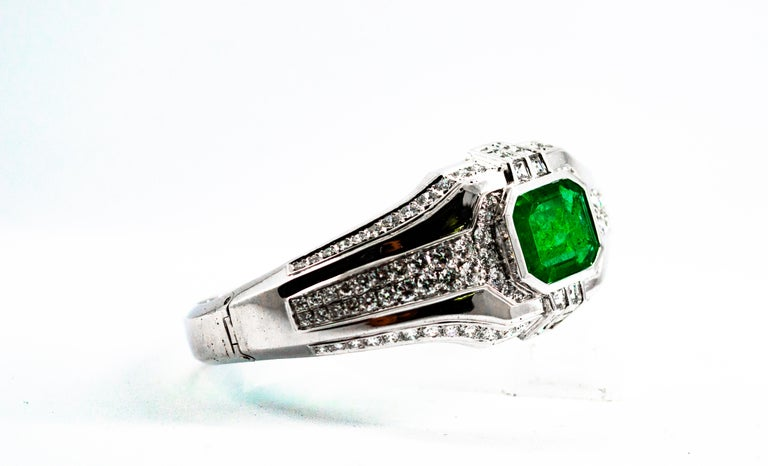 Art Deco Style 7.10 Carat Emerald 7.40 Carat White Diamond Gold Clamper Bracelet For Sale 10