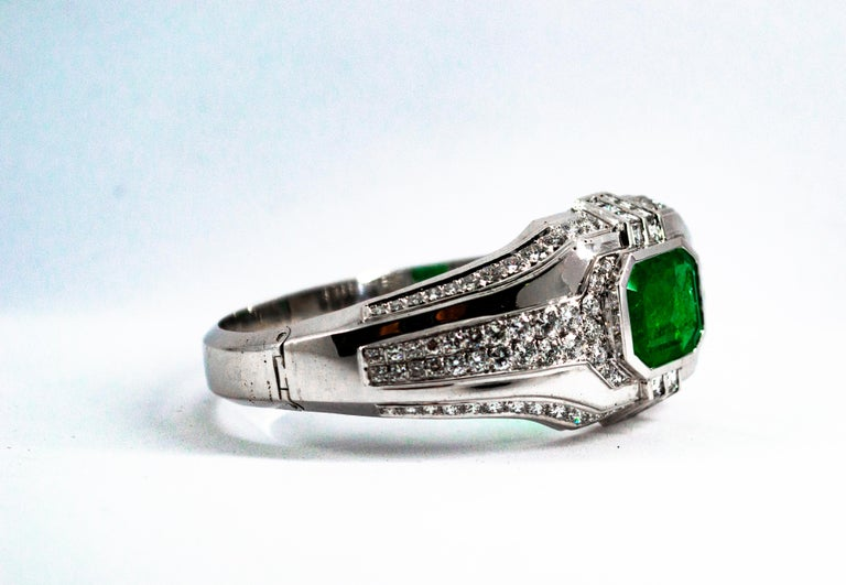 Art Deco Style 7.10 Carat Emerald 7.40 Carat White Diamond Gold Clamper Bracelet In New Condition For Sale In Naples, IT