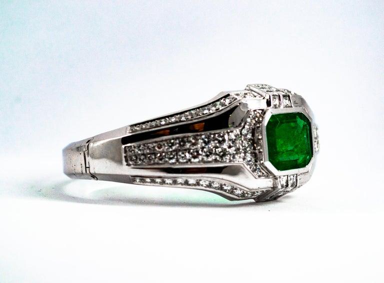 Art Deco Style 7.10 Carat Emerald 7.40 Carat White Diamond Gold Clamper Bracelet For Sale 1
