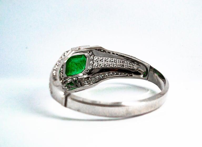 Art Deco Style 7.10 Carat Emerald 7.40 Carat White Diamond Gold Clamper Bracelet For Sale 3