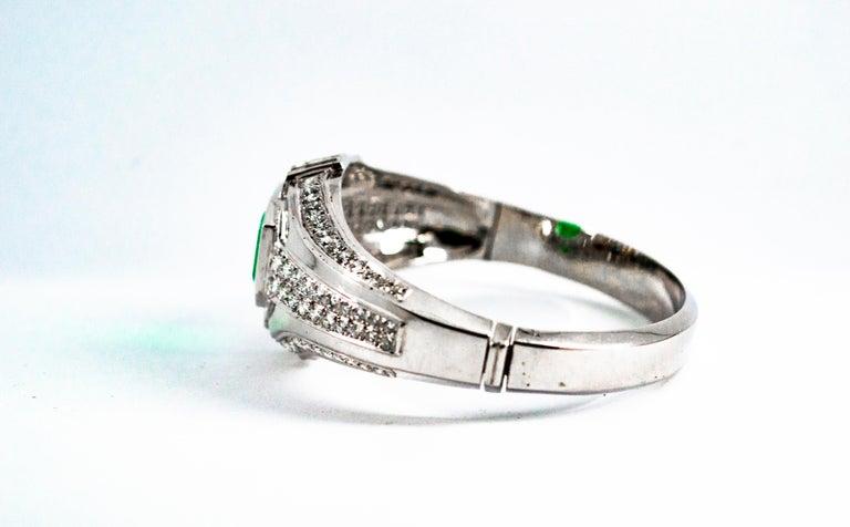 Art Deco Style 7.10 Carat Emerald 7.40 Carat White Diamond Gold Clamper Bracelet For Sale 4