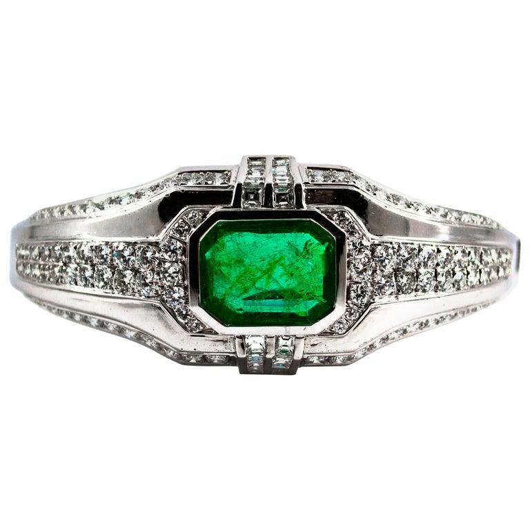 Art Deco Style 7.10 Carat Emerald 7.40 Carat White Diamond Gold Clamper Bracelet For Sale