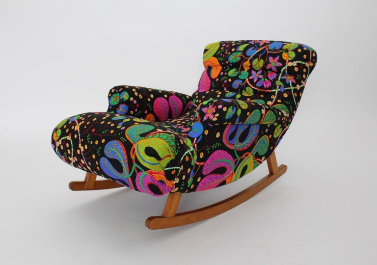 We present a rare variant of a rocking chaise lounge named