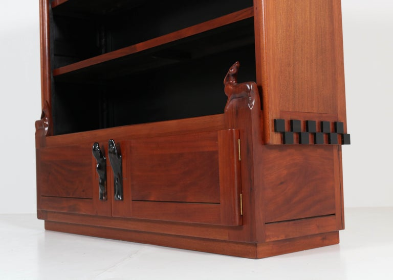 Art Deco Amsterdam School Mahogany Bookcase by Willem Raedecker, 1920s In Good Condition For Sale In Amsterdam, NL