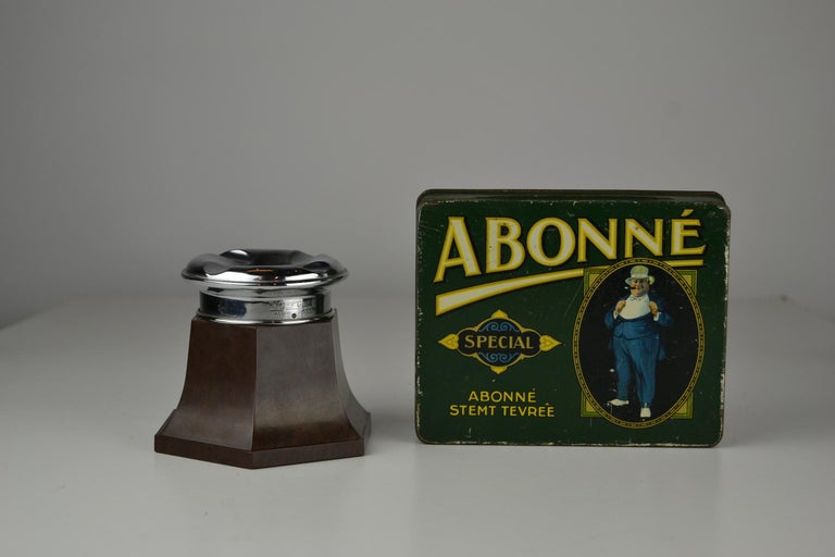Art Deco Bakelite and Chrome Table Ashtray, No Fume England, 1930-1940 In Good Condition For Sale In Antwerp, BE