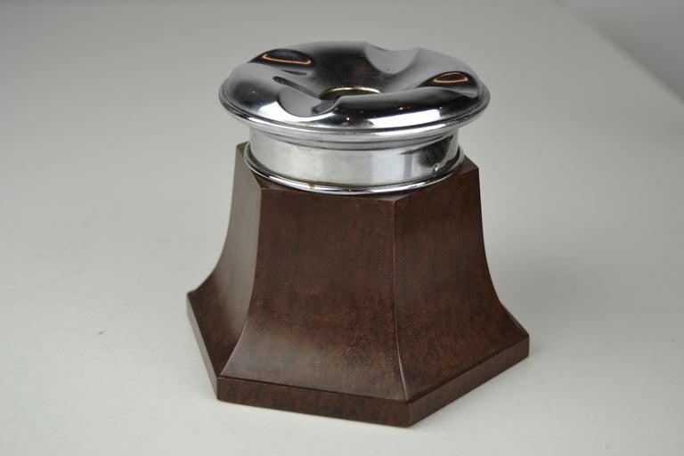 Art Deco Bakelite and Chrome Table Ashtray, No Fume England, 1930-1940 For Sale 1