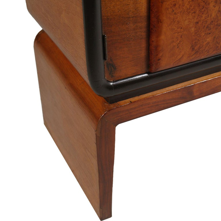 Art Deco Bar Cabinet in Burl Walnut, Guglielmo Urlich Attributed, circa 1930 For Sale 2
