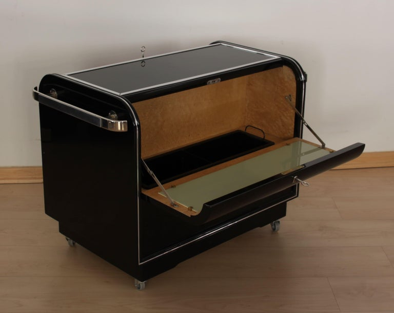 French Mobile Art Deco Bar, Black Piano Lacquer, Maple and Chrome, France circa 1930 For Sale
