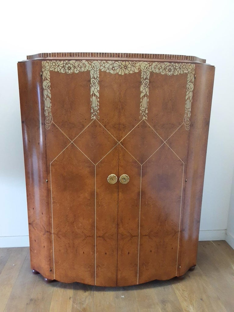 Art Deco Bedroom Suite by Mercier Freres in Satin Maple with Inlaid Floral Motif For Sale 5