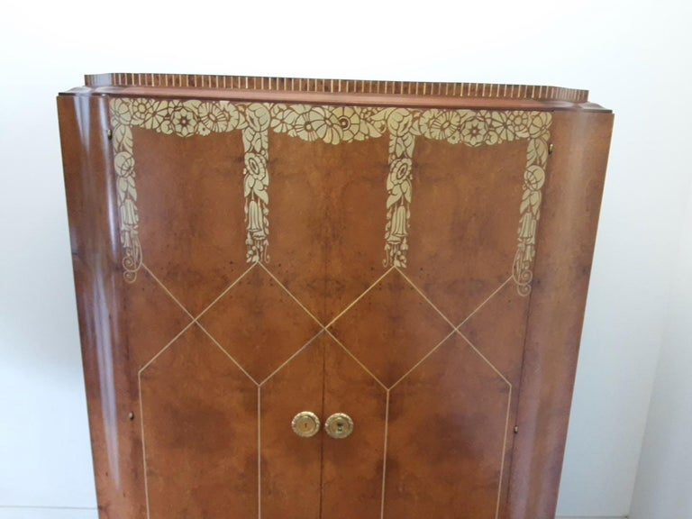 Art Deco Bedroom Suite by Mercier Freres in Satin Maple with Inlaid Floral Motif For Sale 6