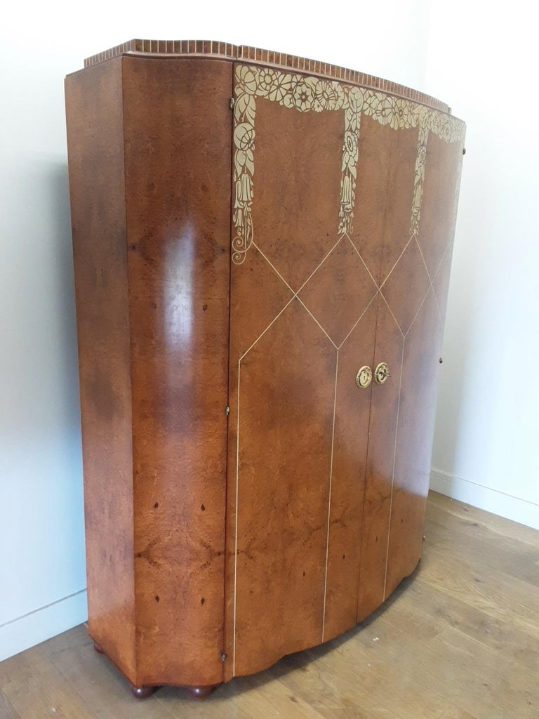 Art Deco Bedroom Suite by Mercier Freres in Satin Maple with Inlaid Floral Motif For Sale 7
