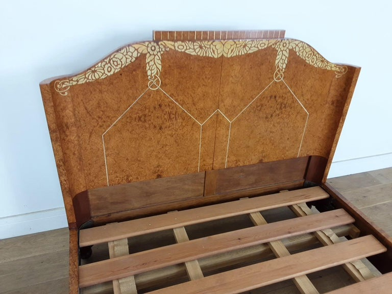 20th Century Art Deco Bedroom Suite by Mercier Freres in Satin Maple with Inlaid Floral Motif For Sale