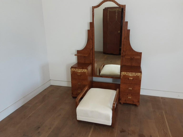 Art Deco Bedroom Suite by Mercier Freres in Satin Maple with Inlaid Floral Motif For Sale 2