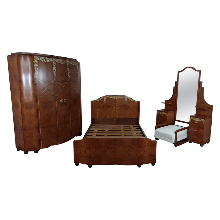 Art Deco Bedroom Suite by Mercier Freres in Satin Maple with Inlaid Floral Motif For Sale