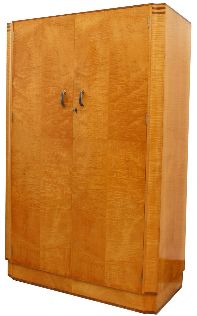 Art Deco Blonde Tiger Grain Birch Double Wardrobe, circa 1930 For Sale 1