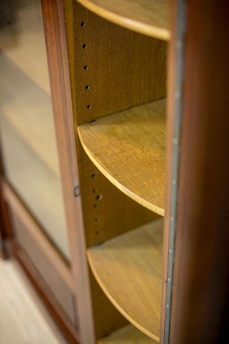 Art Deco Bookcase Veneered with Mahogany, circa 1920-1930 For Sale 4