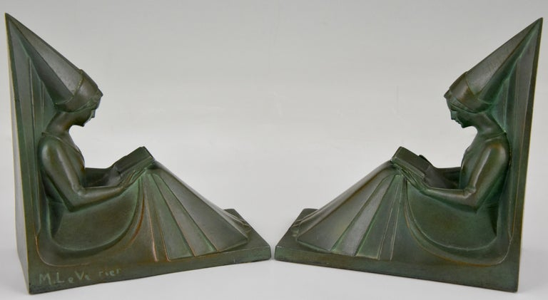 Patinated Art Deco Bookends Reading Medieval Ladies Max Le Verrier, France, 1930 For Sale