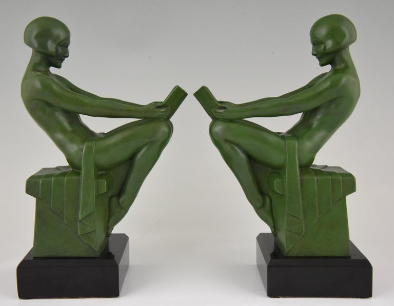 Art Deco Bookends Reading Nudes Max Le Verrier France 1930 Art Meal Green Patina In Good Condition For Sale In Antwerp, BE