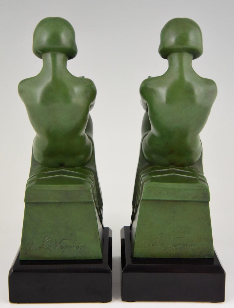 20th Century Art Deco Bookends Reading Nudes Max Le Verrier France 1930 Art Meal Green Patina For Sale