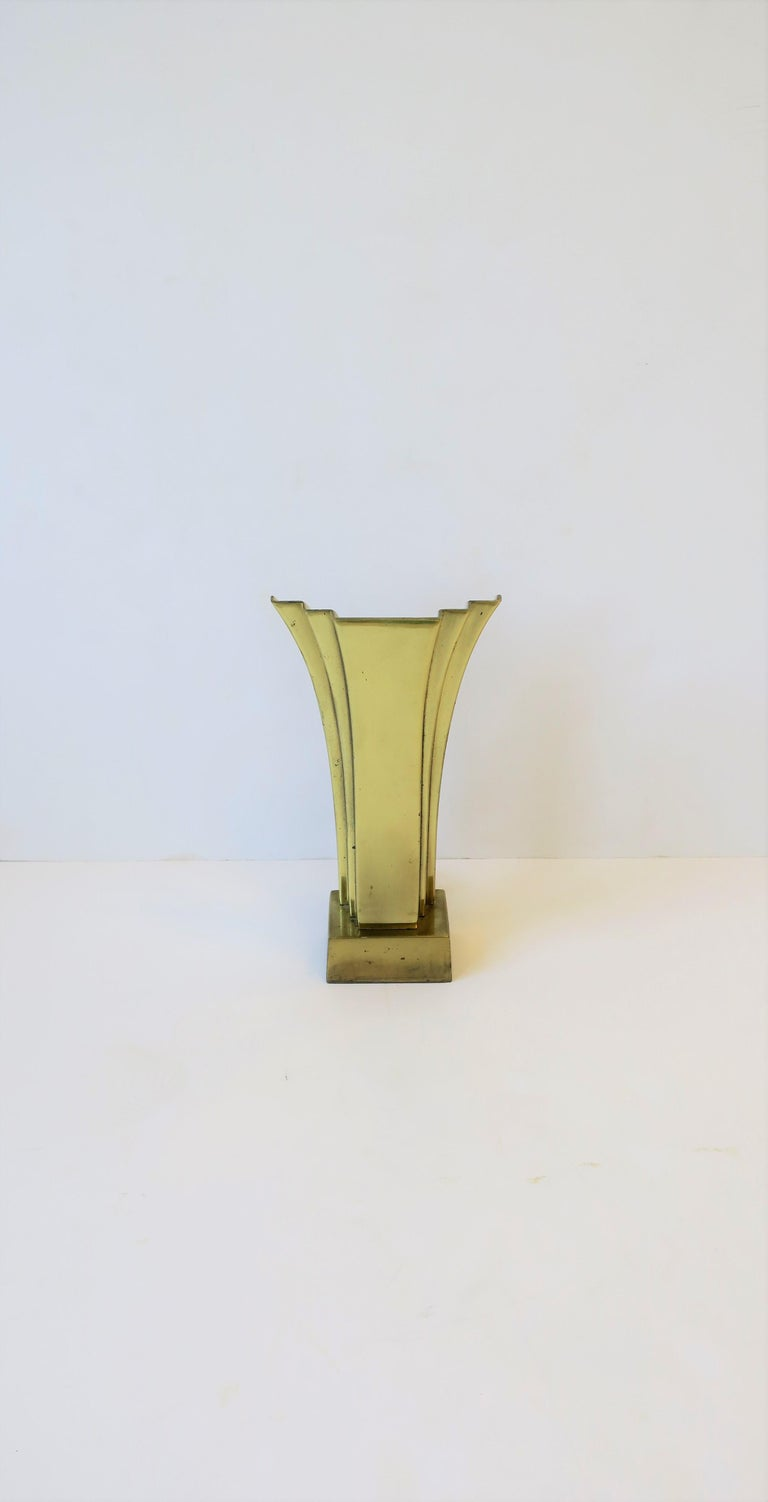 A beautiful and substantial Art Deco style brass desk or table lamp, circa 1970s. Lamp has a beautiful graduated design, a detail reminiscent during the Art Deco period of the 1930s. Light resembles a wall sconce, however, it's a desk or table lamp;