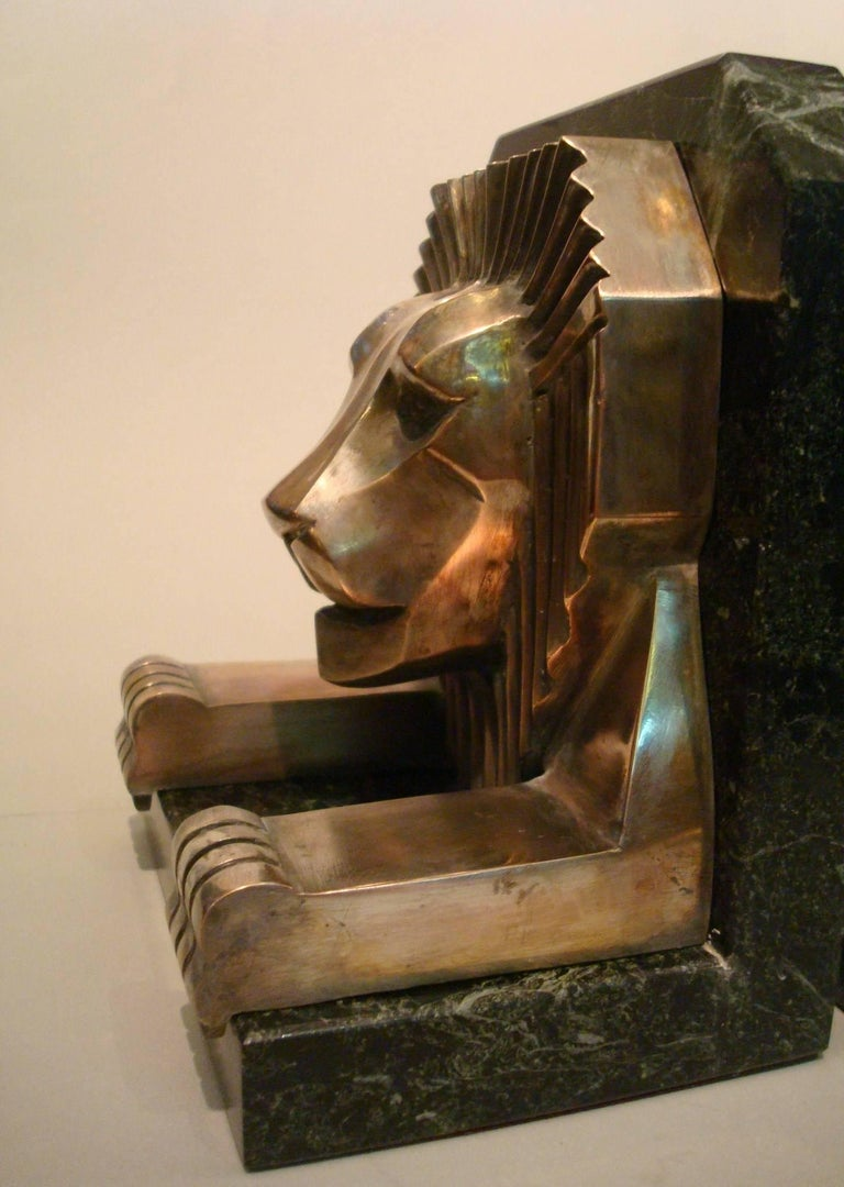 French Art Deco Bronze and Marble Lion Bookends, Jacques Cartier, France, 1925 For Sale
