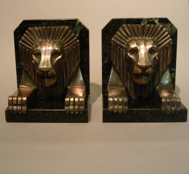 Art Deco Bronze and Marble Lion Bookends, Jacques Cartier, France, 1925 In Good Condition For Sale In Buenos Aires, Olivos