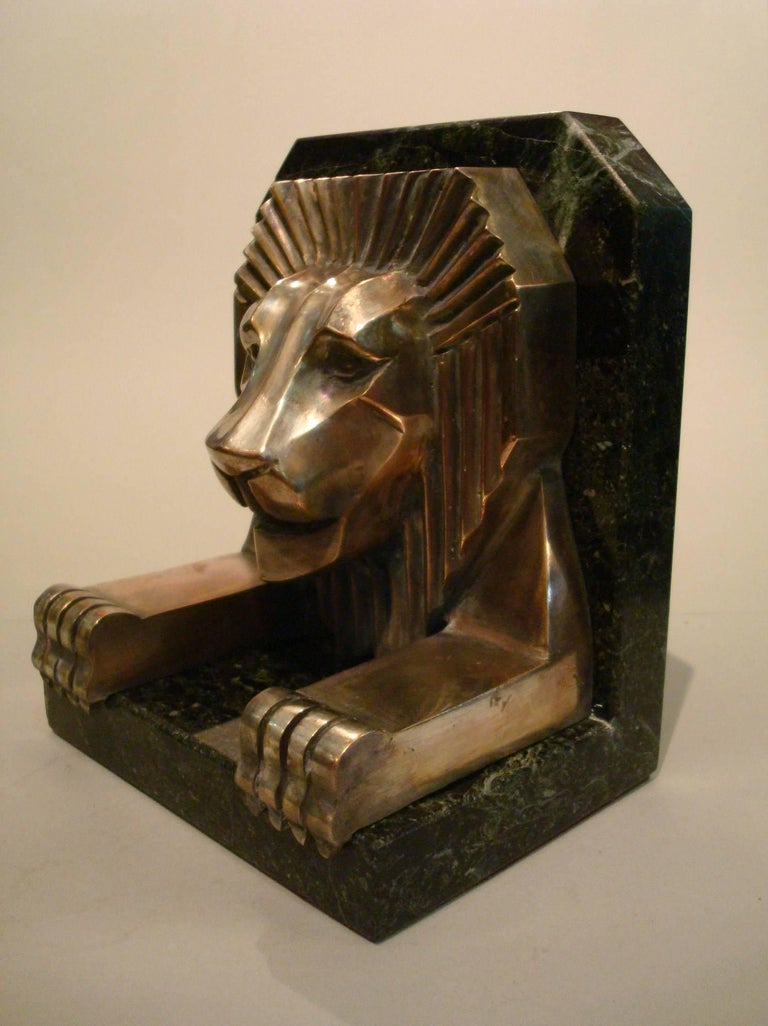 Early 20th Century Art Deco Bronze and Marble Lion Bookends, Jacques Cartier, France, 1925 For Sale