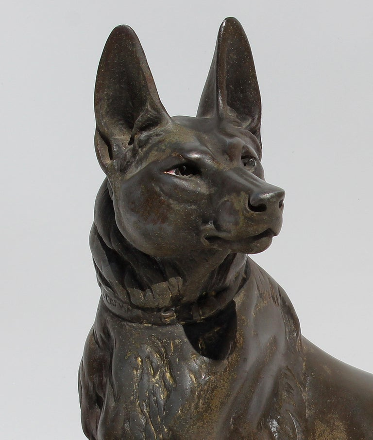 Louis-Albert Carvin Dog Animalier Art Deco Sculpture in Marble and Bronze  In Good Condition For Sale In Miami, FL