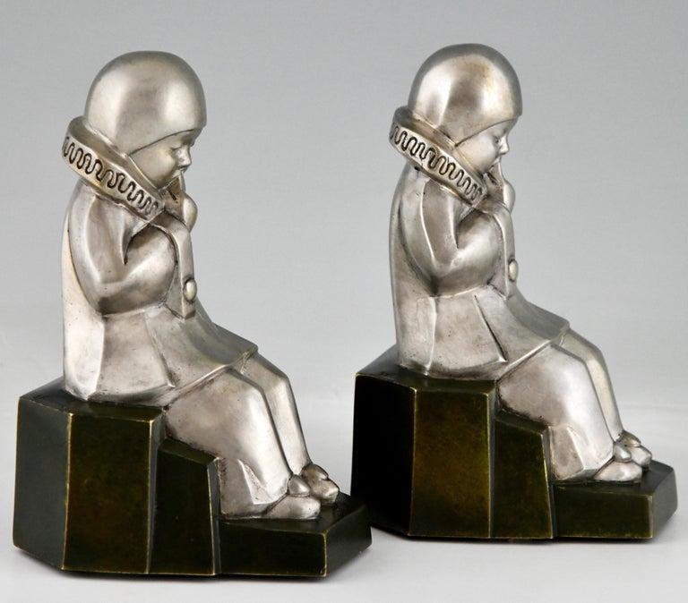 Art Deco Bronze Bookends Little Pierrots by Jean de La Fontinelle 1925 For Sale 4