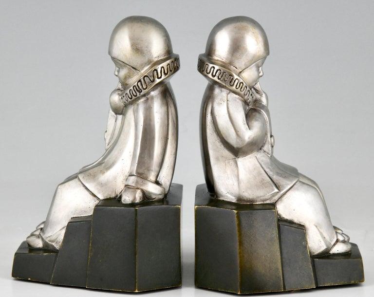 French Art Deco Bronze Bookends Little Pierrots by Jean de La Fontinelle 1925 For Sale