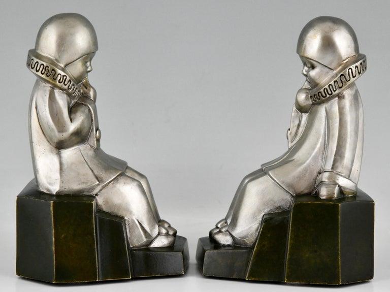 Art Deco Bronze Bookends Little Pierrots by Jean de La Fontinelle 1925 In Good Condition For Sale In Antwerp, BE