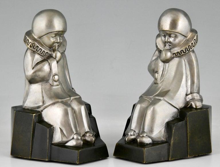 Early 20th Century Art Deco Bronze Bookends Little Pierrots by Jean de La Fontinelle 1925 For Sale