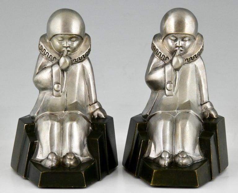 Art Deco Bronze Bookends Little Pierrots by Jean de La Fontinelle 1925 For Sale 1