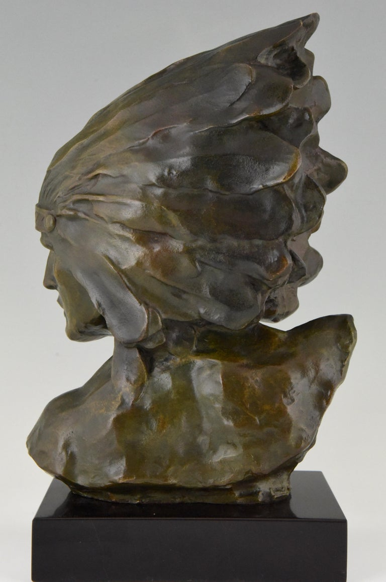 Patinated Art Deco Bronze Bust of an Indian with Headdress Louis Sosson, France, 1930 For Sale