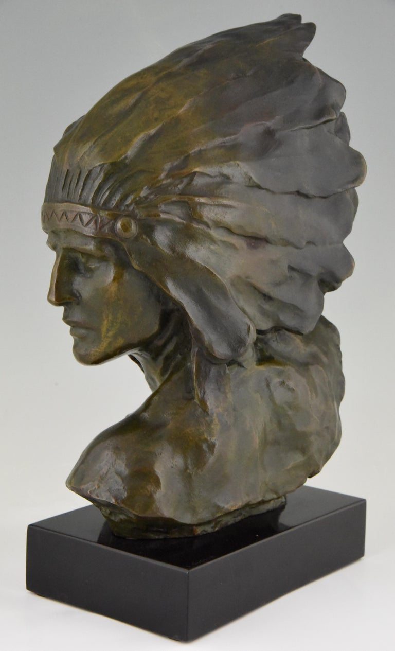 Art Deco Bronze Bust of an Indian with Headdress Louis Sosson, France, 1930 In Good Condition For Sale In Antwerp, BE