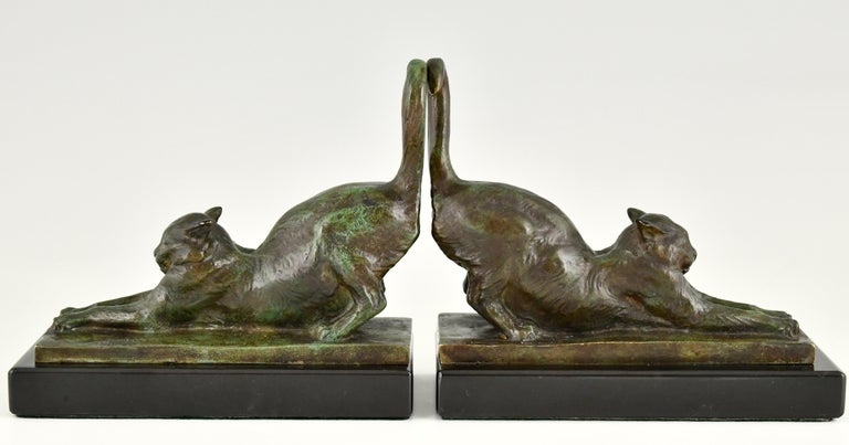 Very beautiful pair of Art Deco bronze bookends with stretching cats on a black marble base. The pair is signed by Louis Riche (1877-1949), a famous French animalier who specialized in cat sculptures. Signed and marked Medaille d'Or. Ca.