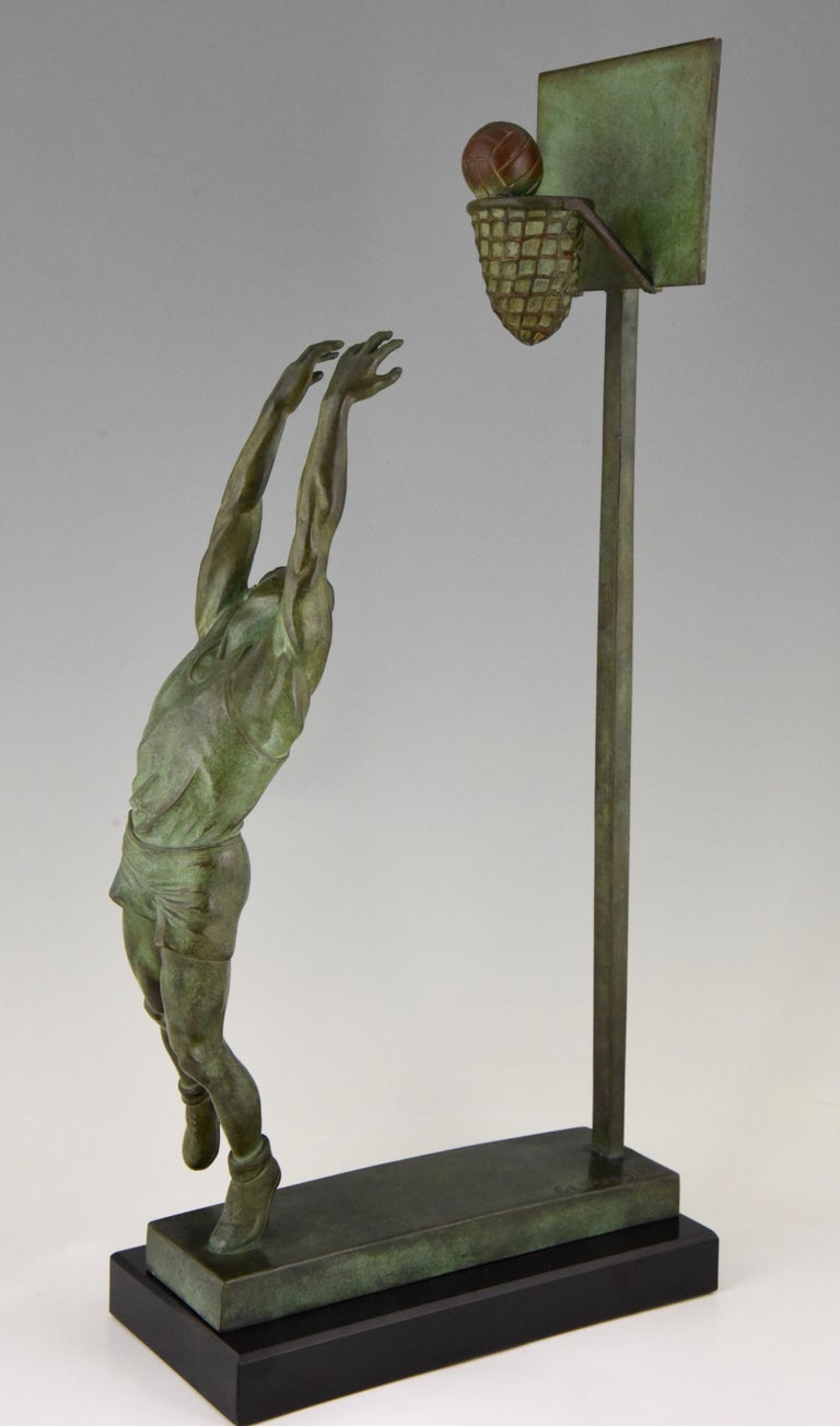 French Art Deco Bronze Sculpture Basketball Player Reverse Dunk G. E. Mardini, France For Sale