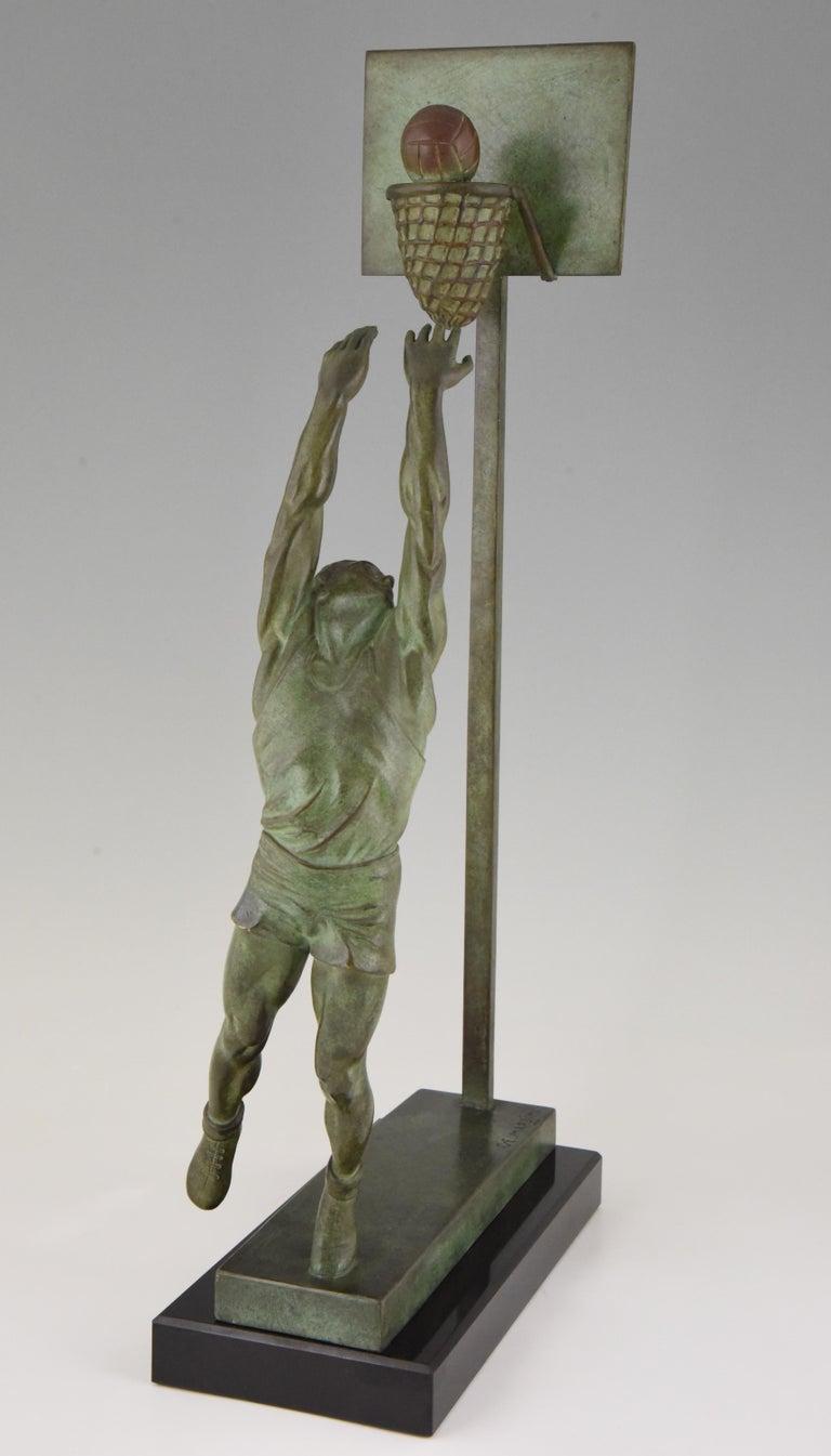Patinated Art Deco Bronze Sculpture Basketball Player Reverse Dunk G. E. Mardini, France For Sale