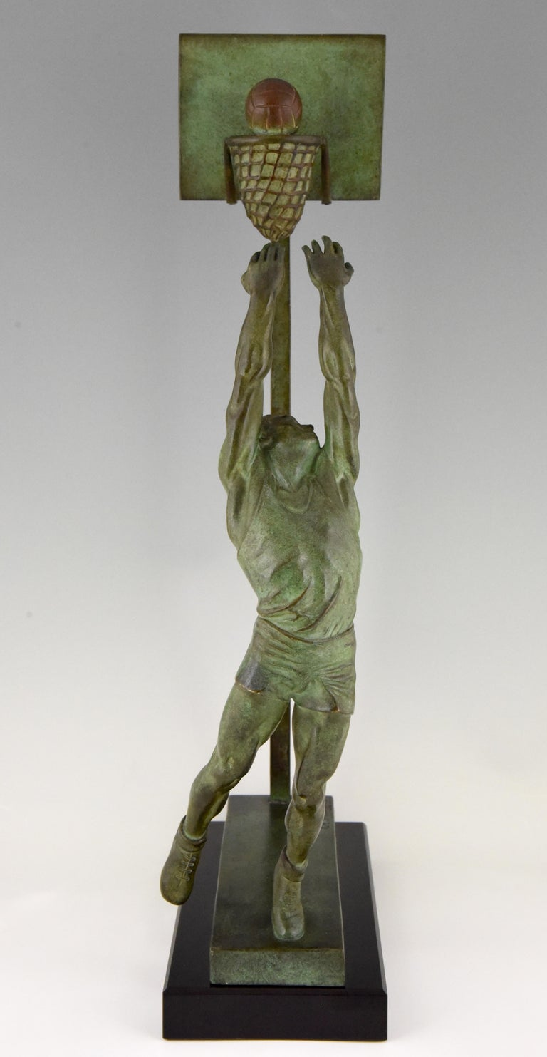 Art Deco Bronze Sculpture Basketball Player Reverse Dunk G. E. Mardini, France In Good Condition For Sale In Antwerp, BE