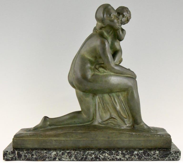 Beautiful Art Deco sculpture of a mother and child, called Maternité. The work is signed by André Huguenin Dumittan (France 1888-1975) and has the Susse Freres founders signature and seal, marked bronze, France, 1930.