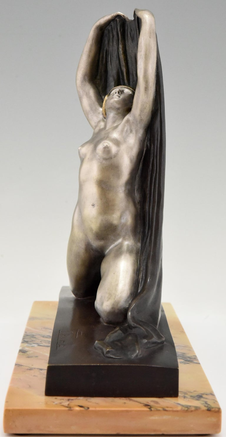 Art Deco Bronze Sculpture Nude with Drape F. Trinque, France, 1920 In Good Condition For Sale In Antwerp, BE