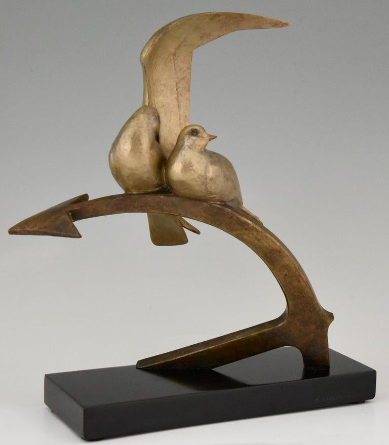 Art Deco sculpture picturing a couple of birds sitting on an ancre by the well known French sculptor Andre Vincent Becquerel. The sculpture is signed and has the foundry mark L.N. Paris for Les Neveux de Lehmann. The bronze has a lovely patina and