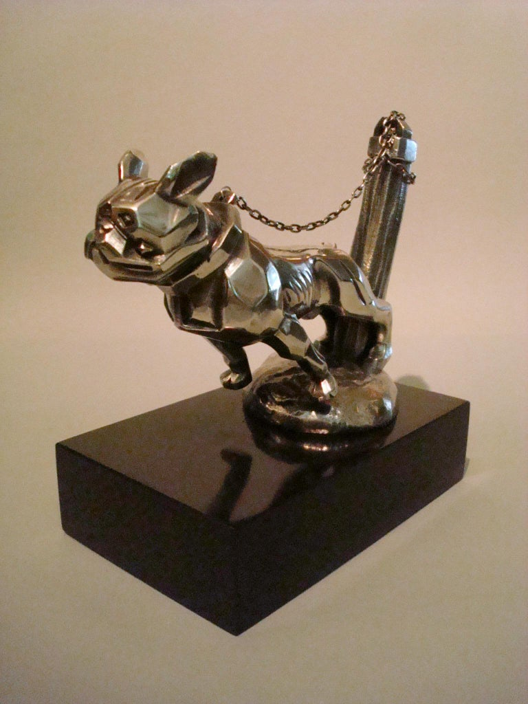 Art Deco Car Mascot, Chained French Bulldog, Hood Ornament, France 1920s In Good Condition For Sale In Buenos Aires, Olivos