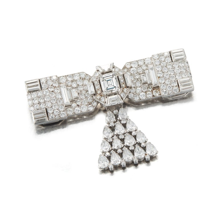 Art Deco Cartier Diamond Brooch, Convertible into a Necklace In Excellent Condition For Sale In New York, NY