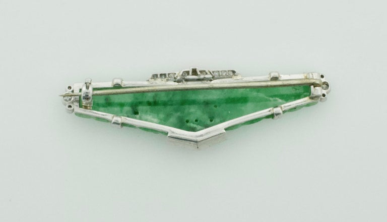 Art Deco Carved Jade and Diamond Brooch in Platinum, circa 1920s For Sale 3