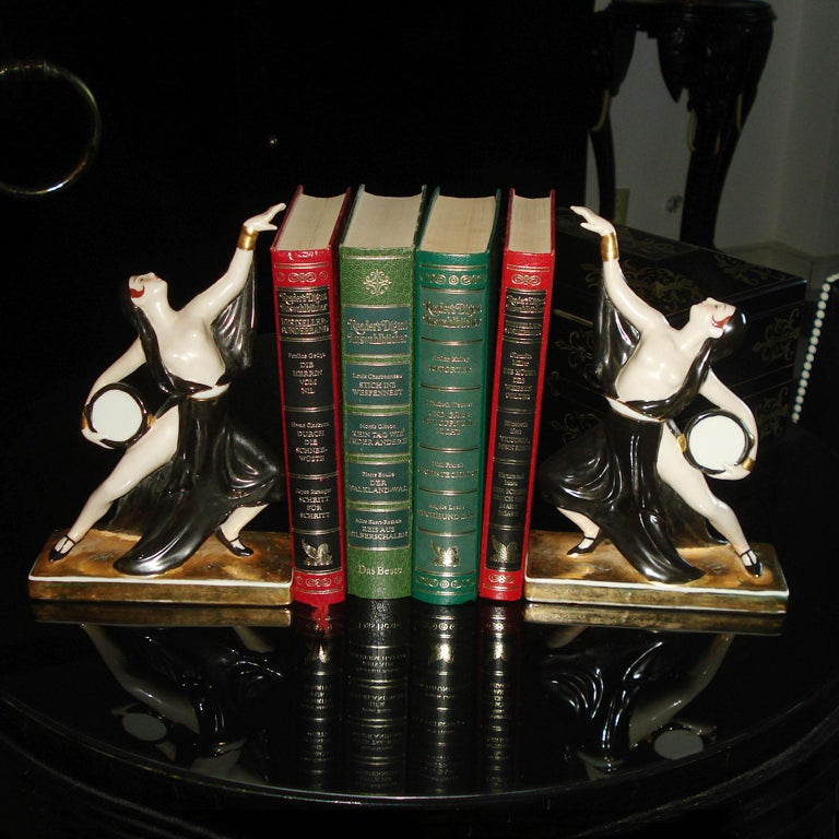 Pair of Art Deco ceramic bookends depicting two dancers. Stamped under the bottom ROBJ, Paris. Excellent condition. Dimensions: 14 x 5.5 x 20 cm (5.51 x 2.16 x 7.87 in).