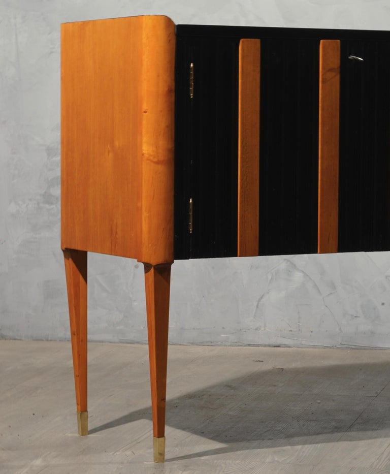Mid-20th Century Art Deco Cherrywood and Black Lacquer Italian Sideboard, 1940 For Sale